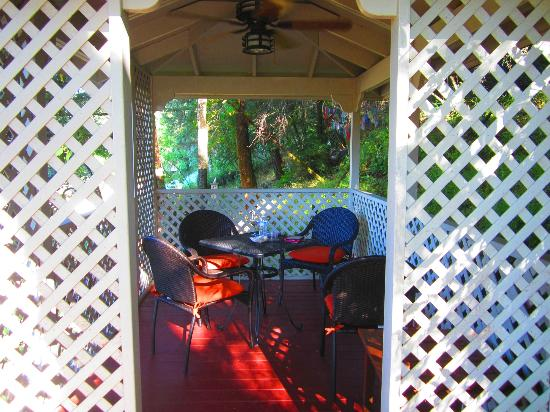 Wine Way Inn: gazebo