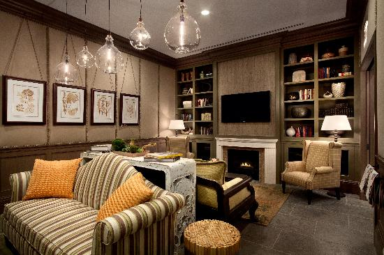 Hotel Chandler: Hotel Library