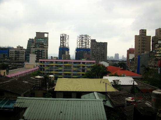 King Shi Hotel : View of Xinmen Elementary from 8th floor Balcony