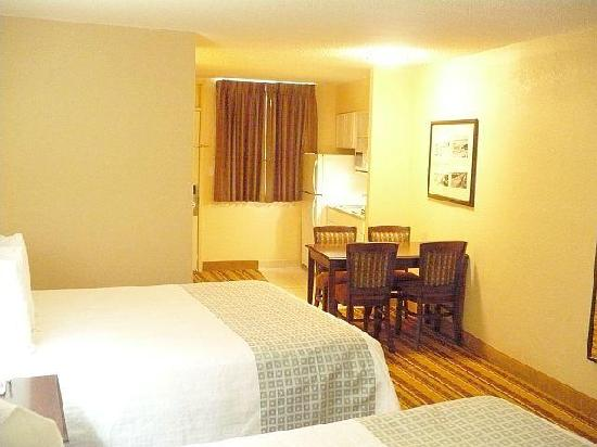 Lexington Inn & Suites: Queen Ocean View Efficiency