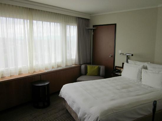 Swissotel Zurich: Bett
