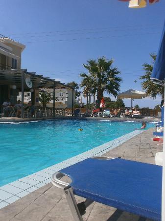Bozikis Apartments: Pool area