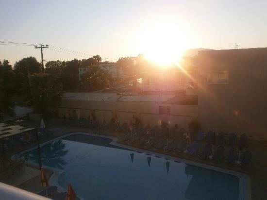 Bozikis Apartments: Pool at 6am