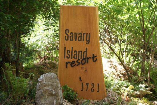 The Savary Island Resort: Welcome sign