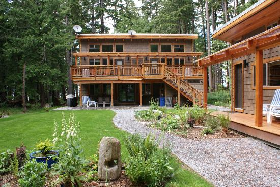 The Savary Island Resort: The large kitchen is on the ground floor, and the luxury suite on the 1st, right.