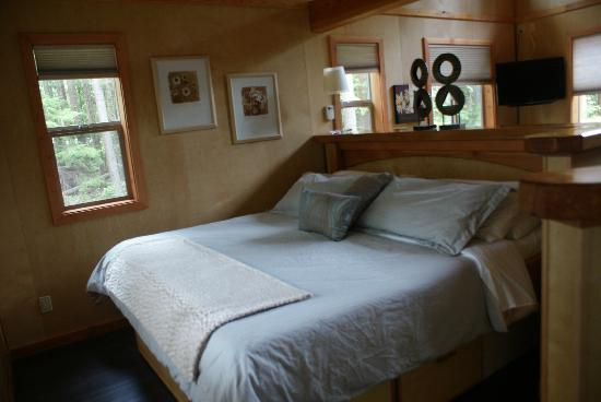 The Savary Island Resort: Bed