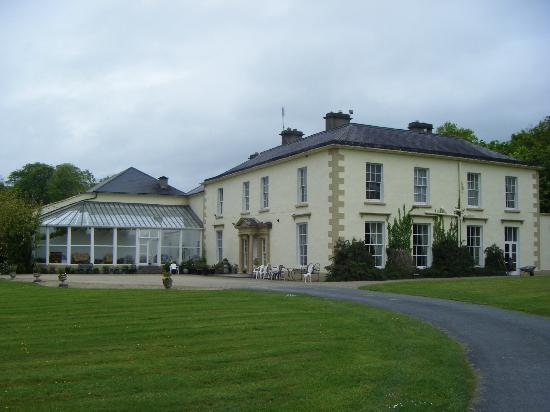 Castle Grove Country House Hotel: A splendid old building.