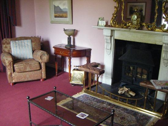 Castle Grove Country House Hotel: A great sitting room to relax in.