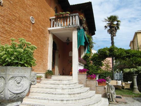 Villa Albertina: Eingang Villa Alpertina