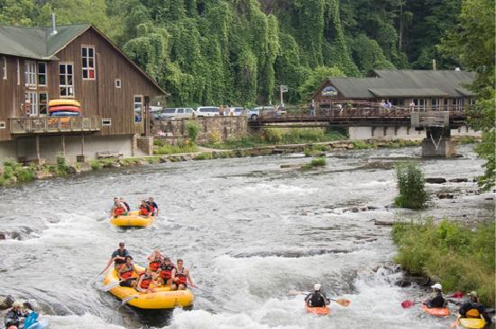 Oct 29,  · Nantahala Outdoor Center is one of the nation's largest outdoor recreation companies. Over a million guests visit NOC annually to embark on a diverse collection of more than different whitewater rafting and land-based itineraries.
