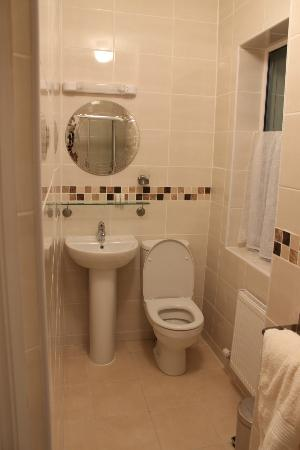 Clonmore Lodge: beautifully refurbished bathroom