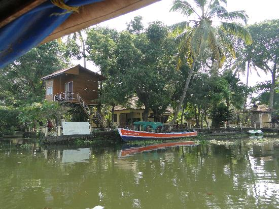Lake Haven Island Resorts: View from the river before you get in
