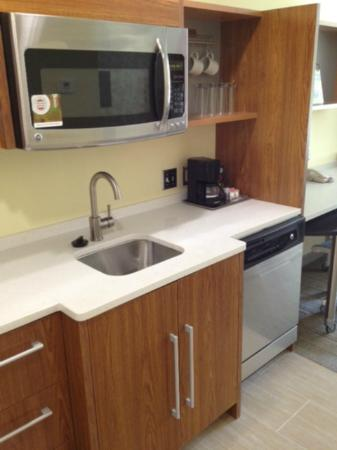 Home2 Suites Biloxi North / D'Iberville: convection microwave, garbage disposal, dishwasher