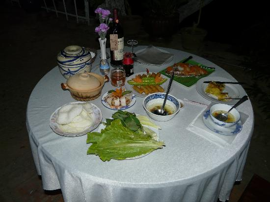 Nam Thanh Homestay: Now that's a diner