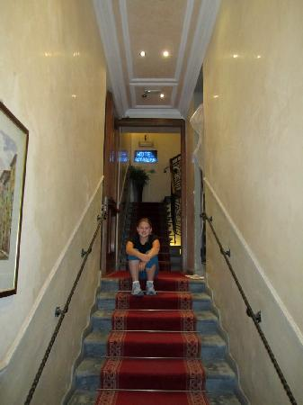 Hotel Accademia: Hotel Stairs