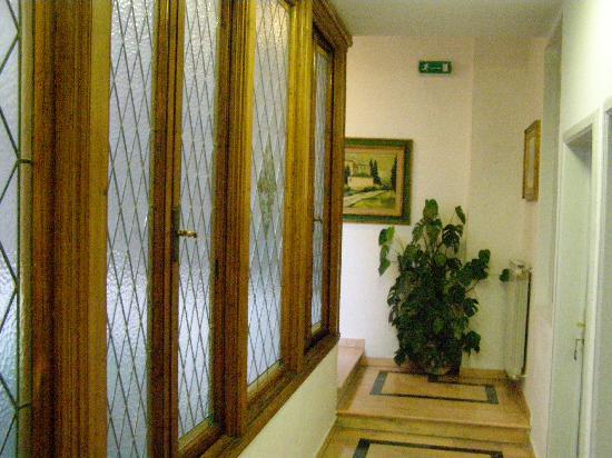 Hotel Accademia: Hallway