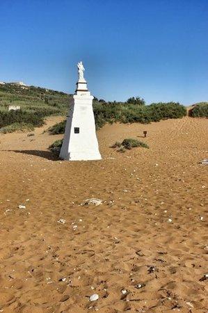 Xaghra, Malta: dommage qu il y ait autant de cailloux ds le sable.