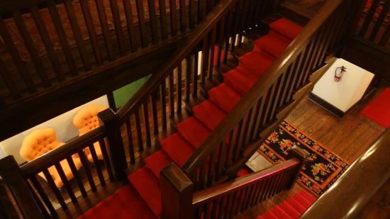 هوتل هافانا: Stairwell