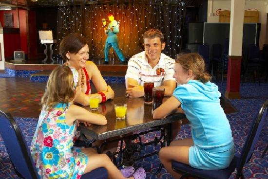 Winchelsea Sands Holiday Park - Park Holidays UK: Family bar