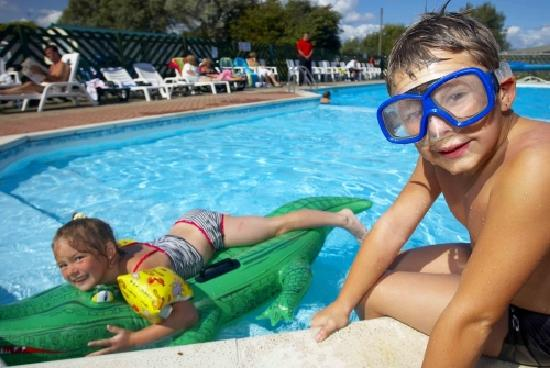 Winchelsea Sands Holiday Park - Park Holidays UK: Outside pool