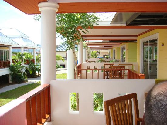 Lemon House: terrasse devant chambre