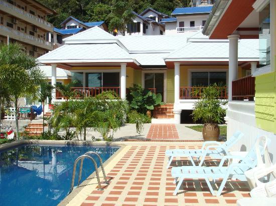 Lemon House: au bord de la piscine