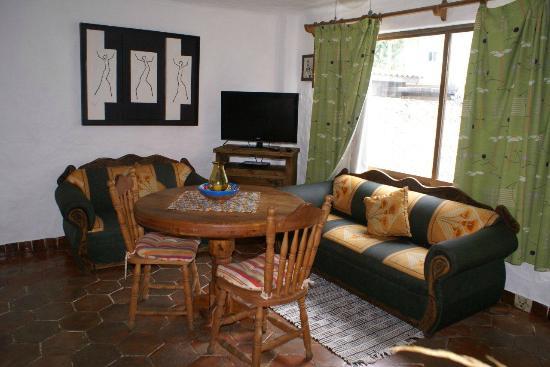 Vallarta Cora Hotel: Recibidor con tv lcd