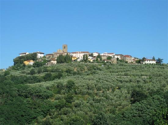 Tenuta Il Vallone: The village on hill top