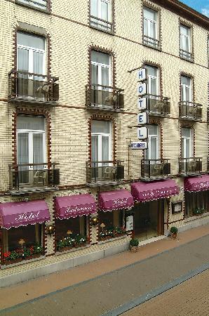 Hotel Du Commerce : facade