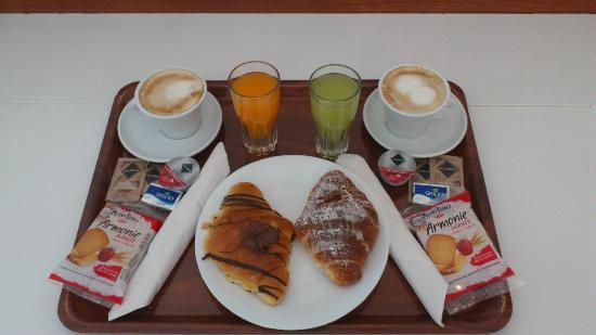 โรงแรมจิเนวรา: continental Breakfast