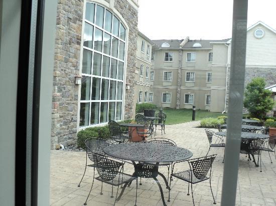 Staybridge Suites Philadelphia - Mt Laurel: Patio