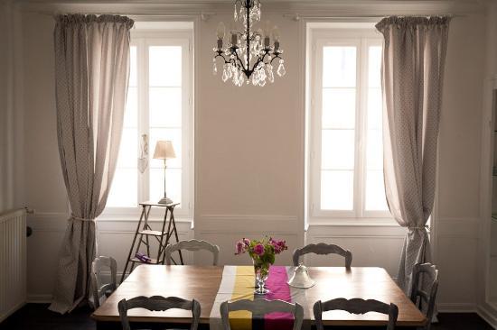 La Glyciniere: La salle à manger des chambre d'hôte