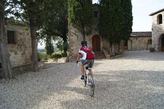 Castello La Leccia: riding on the property