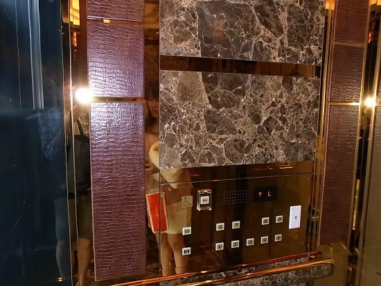 Okinawa Spa Resort EXES : このエレベーター乗ると、ああまた帰って来れた!と思います。