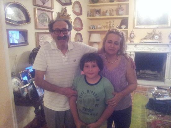 Villa Paganini B&B: Mi hijo en buena compañia con Antonella y Giovanni