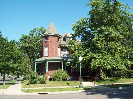 Heritage House Bed & Breakfast: A gracious and historic house