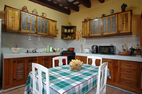 Hostal Maria y Enddy: Kitchen