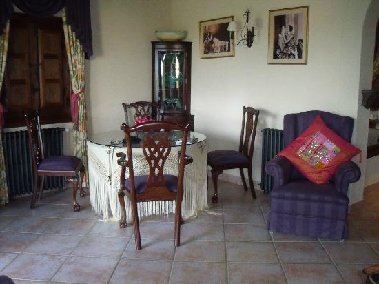 New Can Furios Hotel: Room joana  sitting area