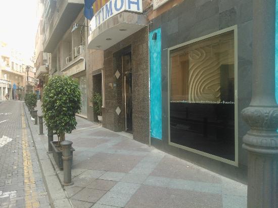 Hotel Maritimo: outside hotel