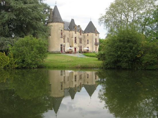 Chateau de Ribagnac : The initial view of the chateau