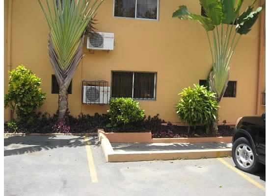 Olimpo Hotel: Garage area