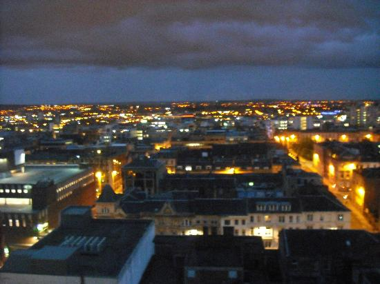 Glasgow Loft Apartments: at night from the lounge