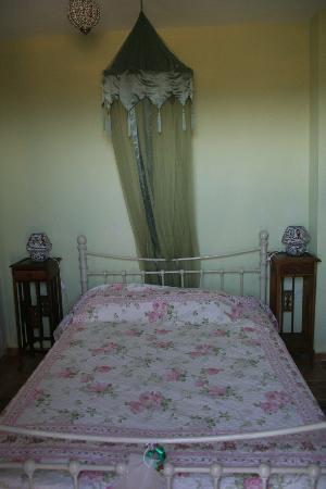 Geohouses: master bedroom- detail