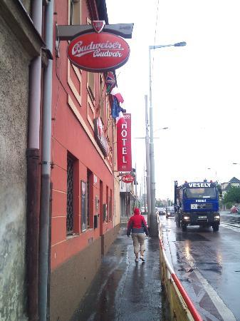 Hotel U Hvezdy: Restaurant outside
