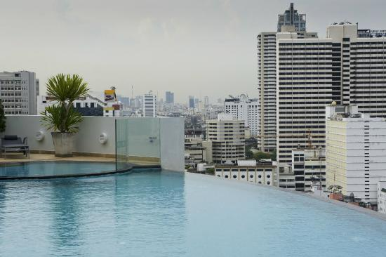 Shama Sukhumvit Bangkok: Small pool but with outstanding view