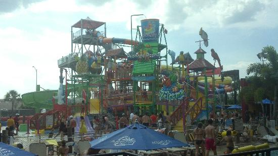 Coco Key Hotel and Water Park Resort: Main water slide/play area