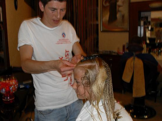 Club Aida: camilla ved frisøren