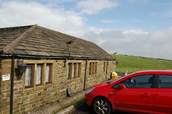 Leeming Wells Guest Accomodation: side windows