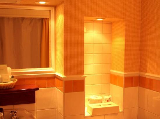 Le Manoir du Lac Delage: Bathroom