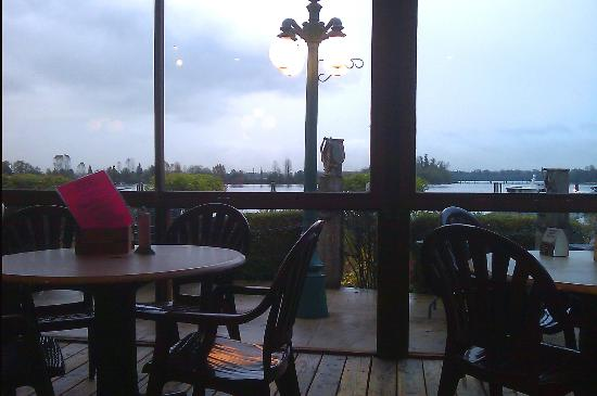 Gillnetter Pub: View of the river at dusk